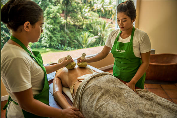 Ayurveda Chakra Dhara treatment in Bali